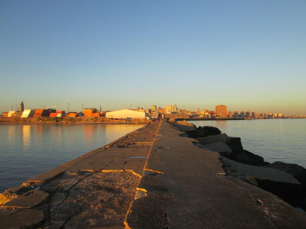 Escollera, Montevideo